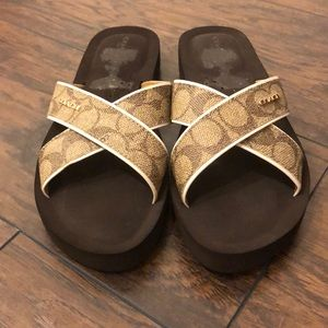 NWOT Coach sz 8 criss cross foam footbed sandals